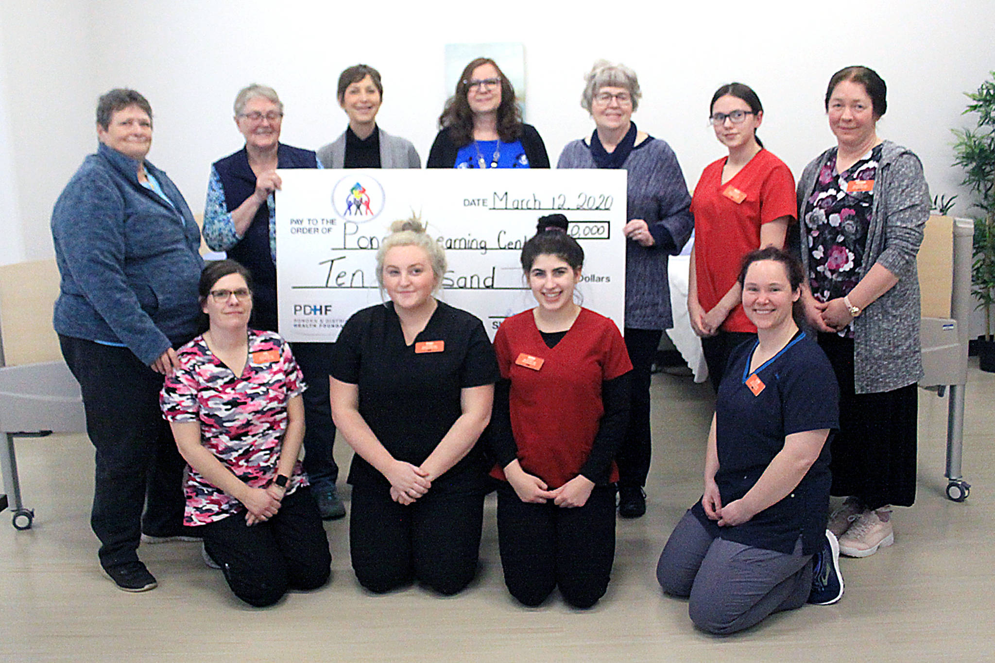 Holding the cheque (L-R) are Dorothy Ungstad, chair of the Ponoka and District Health Foundation (PDHF) presents a $10,000 donation to Bonnie Ireland, executive director of Campus Alberta Central (CAC), Heather Scarlett-Ferguson, chair of the post secondary sub-committee and Lynn Paul, chair of the Ponoka and Rimbey Adult Learning Society (PRALS) along with the health care aid instructor and students. Photo by Jordie Dwyer
