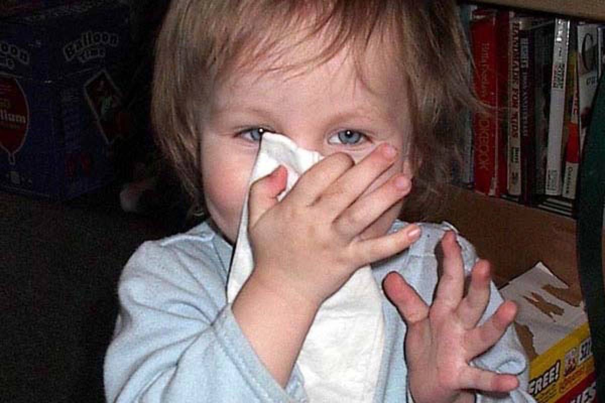 Alberta children whose only symptom of COVID-19 is a runny nose or a sore throat will no longer require mandatory isolation, starting Monday.
